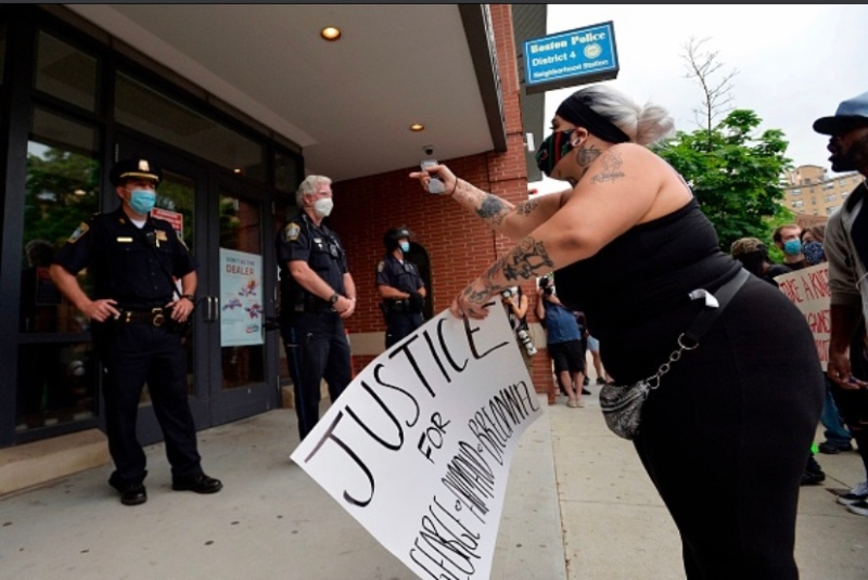 Photos: Protesters, Police Clash in Boston