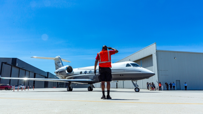 Life Service crew member Maurice Payne, salutes members of a delegation of California based-physicians onboard of a Gulfstream IV jet aircraft