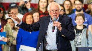 Sanders campaigns in NH