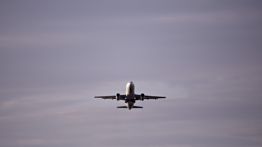 A United Airlines plane departs Reagan National Airport in Arlington, Virginia, U.S., on Monday, April 6, 2020.