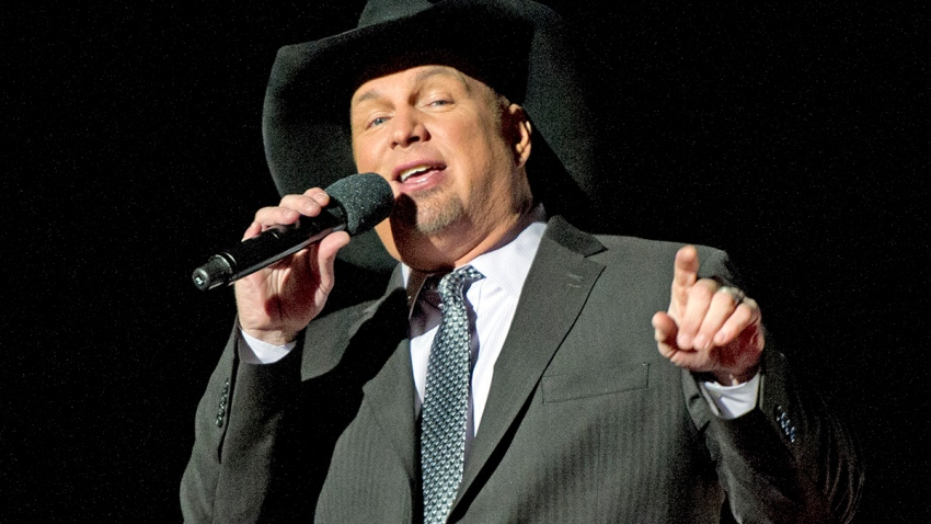 Country singer Garth Brooks performs at the National Christmas Tree Lighting attended by the first family on the Ellipse December 1, 2016 in Washington, DC.