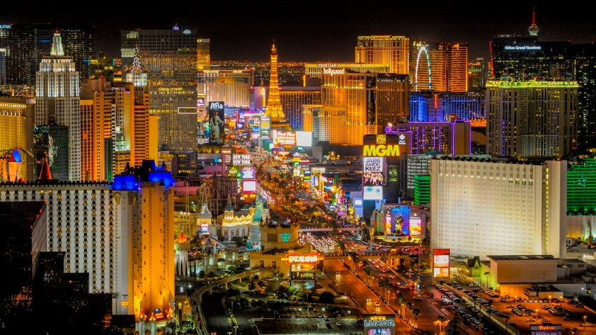 MGM to Close 13 Resorts on Las Vegas Strip as Virus Spreads in ...