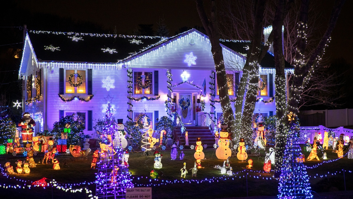 25+ Best Holiday Light Displays in and
