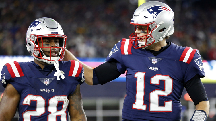 [NBC Sports] Tom Brady calling audible to James White mid-play is incredible stuff
