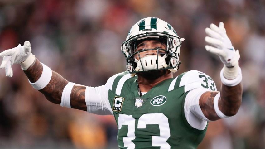 [NBC Sports] Jets' Jamal Adams tackles Patriots mascot at Pro Bowl practice