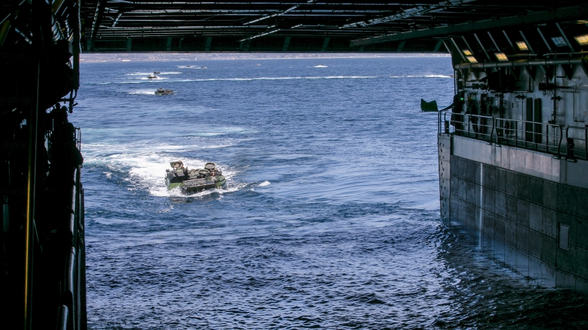AAV's in Water assigned to 15th MEU