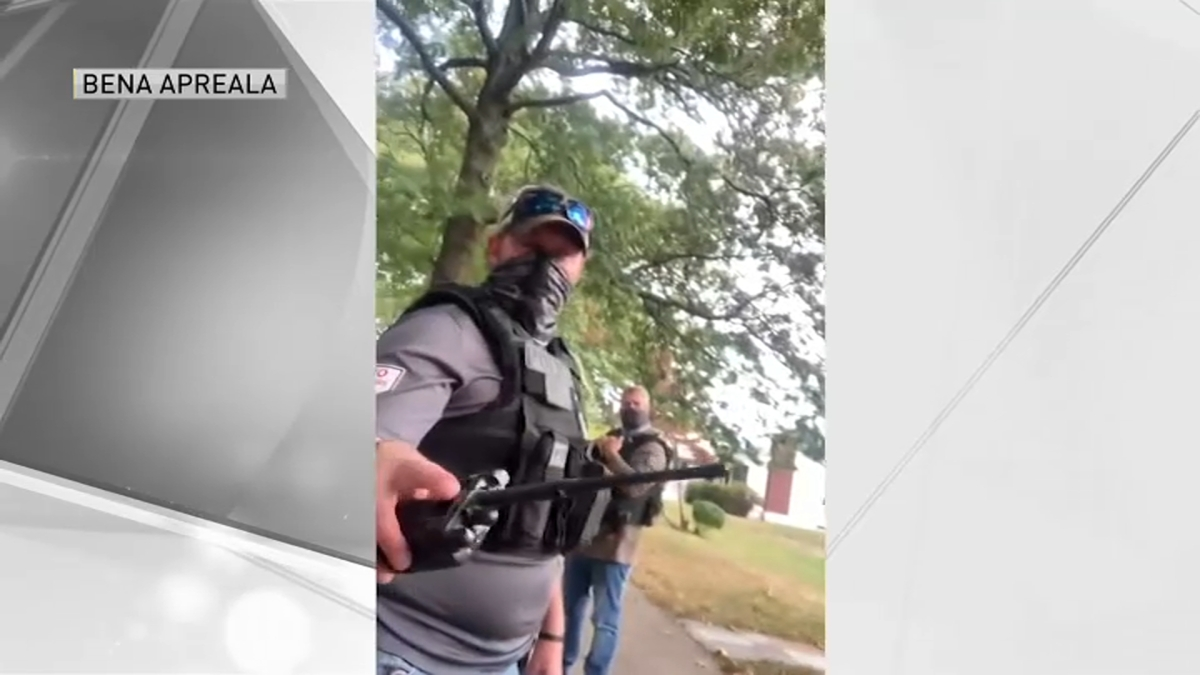 'What Am I Being Detained For?' Jogger Records Video After Being Stopped by ICE Agents