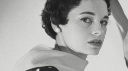 Socialite and Designer Gloria Vanderbilt Dies at 95