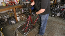 How to Adjust a Seat Post