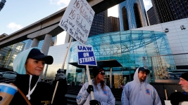 GM Workers to Stay on Picket Line Until Vote on New Contract