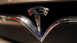 Apple Bid to Buy Tesla in 2013 for $240 a Share: Analyst