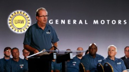 Union President Resigns as GM Sues Fiat Chrysler Over Bribes