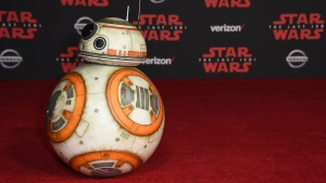 'Last Jedi' Premiere Kicks Off With Droids, Daisy Ridley