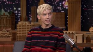 'Tonight': Sivan on Paying Tribute to Timberlake in '1999' Video