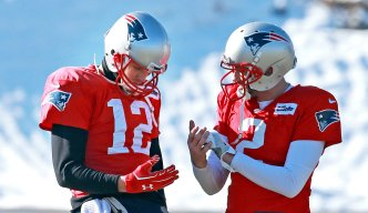 What Tom Brady's Teammates Are Saying About His Hand Injury