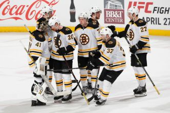 Bruins Clinch Playoff Berth With 7-3 Win Over Panthers