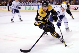 Pastrnak's Hat Trick Sinks Maple Leafs 7-3