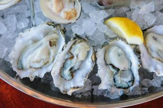 ReelHouse Oyster Bar Opens on Boston's Waterfront