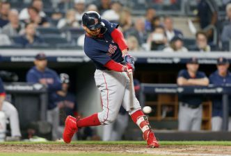 Red Sox Come Back to Beat Yankees, Clinch Division
