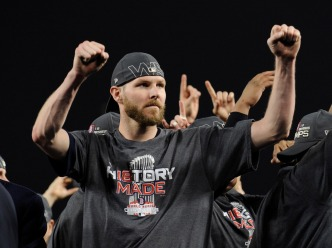 Sale, Red Sox Agree to Long-term Contract Extension