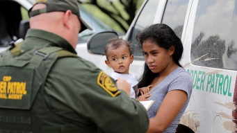 US to Reunite, Release Half of Detained Migrant Toddlers