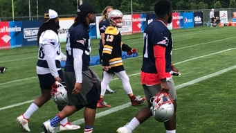 Edelman Shows Love for Bruins With Interesting Practice Attire