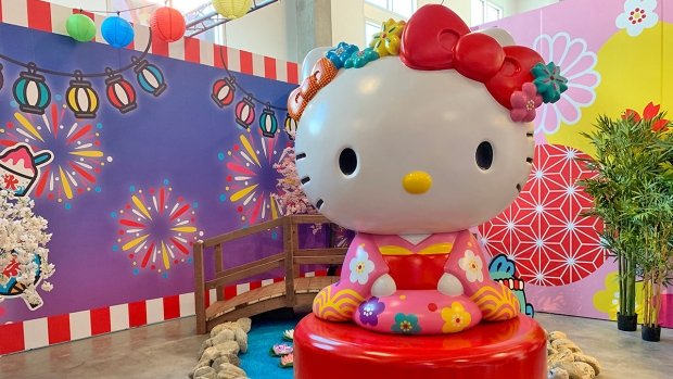 [NATL-LA] Pictures: Travel Around the World With Hello Kitty at This New DTLA Pop-Up