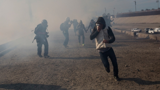 [NATL] US Agents Fire Tear Gas as Migrants Breach Mexico-US Border During March