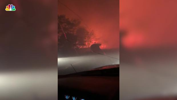 [NATL] Father Comforts Daughter in Car as They Flee Calif. Fire