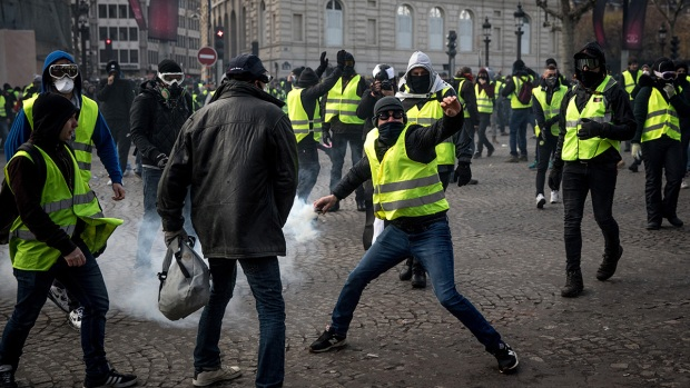 [NATL] In Photos: 'Yellow Vest' Activists Clash With French Police