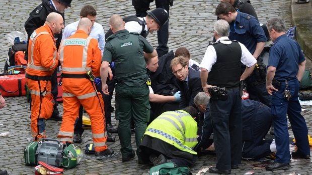 [NATL] Car Strikes Pedestrians Near British Parliament, Suspect Killed