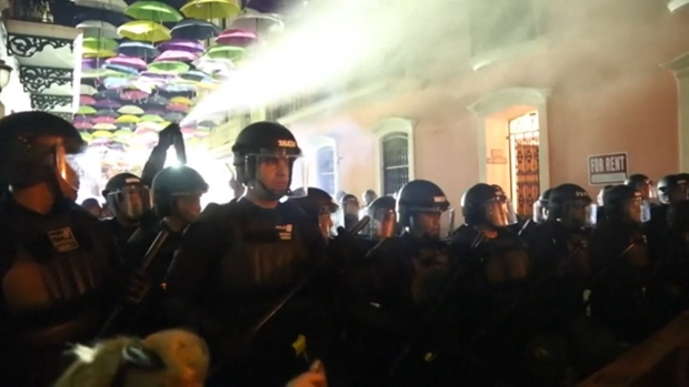 [NATL] Protests Over Puerto Rico Governor's Scandal Turn Violent