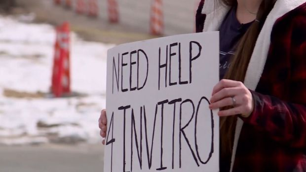 [NECN-NATL] Panhandling for Pregnancy: Couple Takes to Streets to Raise Money for In Vitro Ferilization