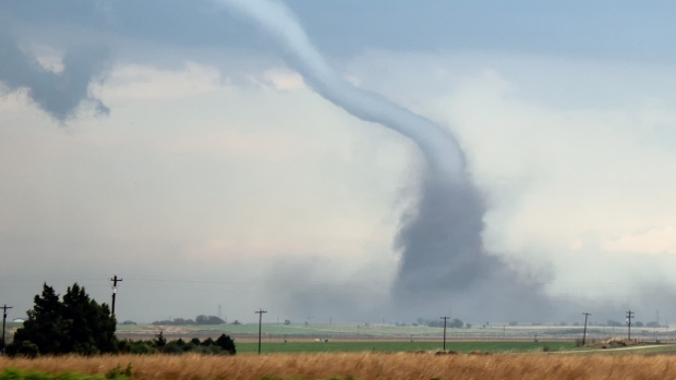 Extreme Weather Photos: Tornadoes, Hail Sweep Midwest States
