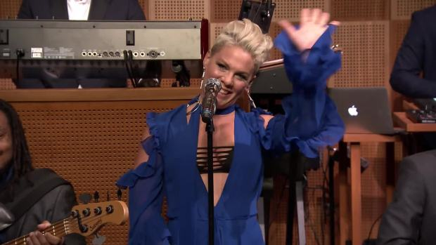 [NATL] 'Tonight': Fallon Reads #FallSongs With Pink
