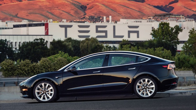 Tesla to Deliver Long-Awaited Model 3s to First Buyers