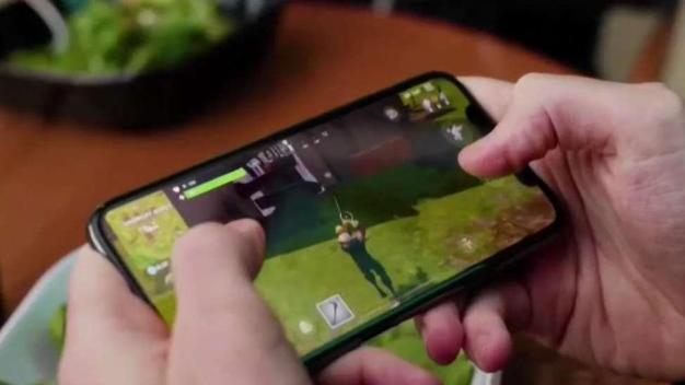 iPhone Security Loophole Blocked; 'Fortnite' Hits 125M Users