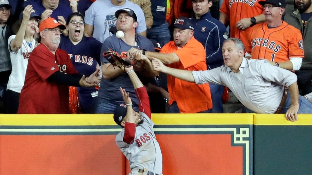 Red Sox Beat Astros, Take 3-1 Series Lead