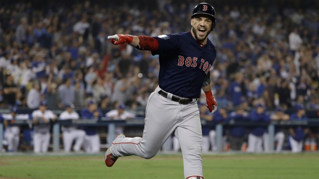 Red Sox Re-Sign Steve Pearce