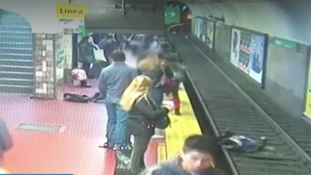 Commuters Help Woman Who Fell on Argentina Subway Tracks}