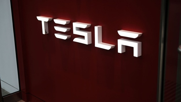 Tesla Whistleblower Tweets About Allegedly Flawed Cars