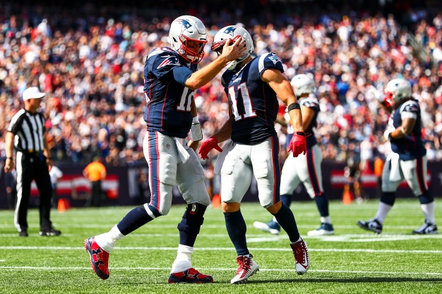 Patriots Ground Jets, Improve to 3-0