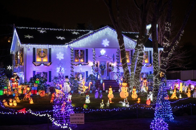 25+ Best Holiday Light Displays in and Around Boston