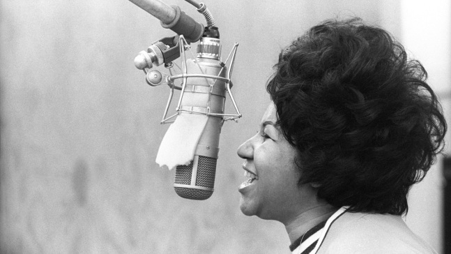 Lawmakers Want Congressional Gold Medal for Aretha Franklin