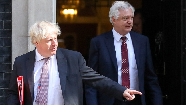 Dealing Blow to May, 2 Top Officials Quit UK Government in Spat Over Brexit