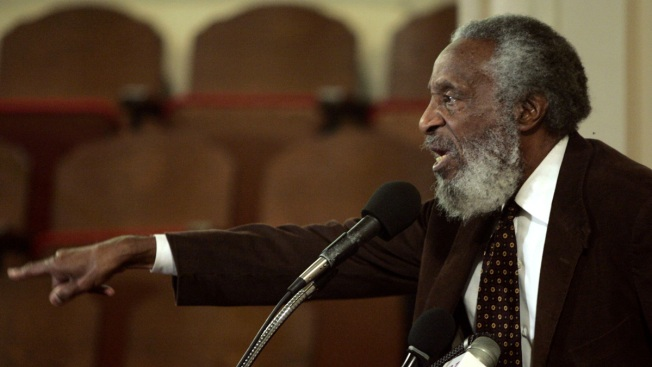 Comedian-rights activist Dick Gregory dies
