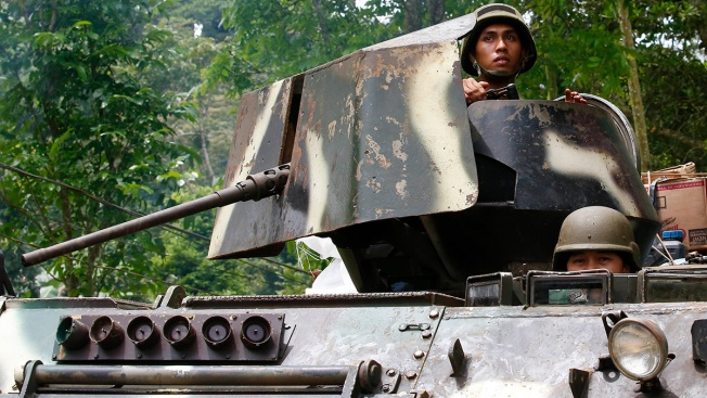 Soldiers Try to Restore Order in Besieged Philippine City