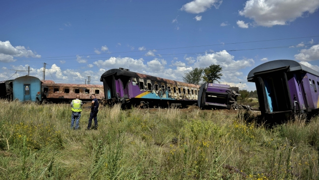 18 Killed, About 260 Injured in Fiery South Africa Train Crash