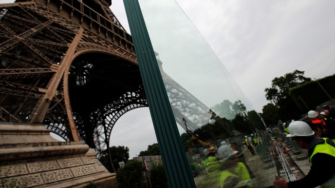 Glass Walls, Not Metal Fencing, to Surround Eiffel Tower