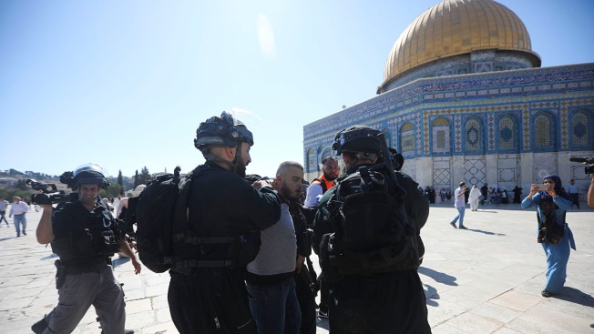 Muslims Clash With Israeli Police at Jerusalem Holy Site
